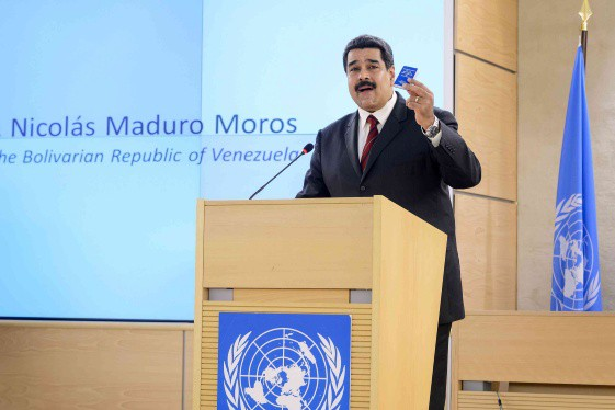 maduro_at_unrhc_holding_book
